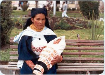 Otavalo. A kicsi bubát pókakötővel tekerik körül akárcsak a moldvai csángók.