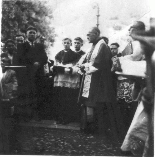 Márton Áron a Venczel József temetésén. (Csomafáy Ferenc felvétele)