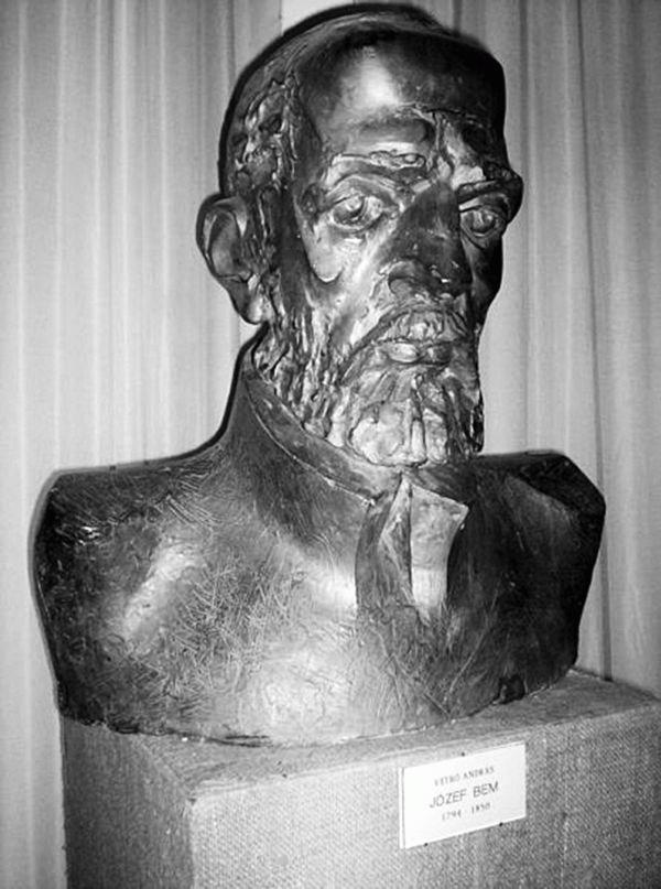 Bem József mellszobra a kézdivsásárhelyi céhtörténeti múzeumban. Vetró Andrásalkotása.