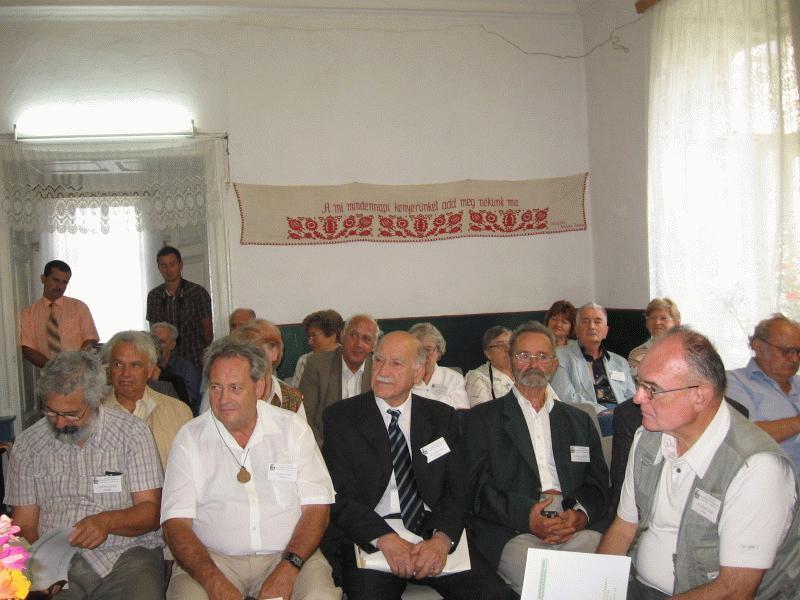 A konferencia részvevői érdeklődéssel hallgatták az előadásokat. Az első sorban balról jobbra: Romhányi András, Halász Péter, Egyed Ákos és Starmüller Géza.