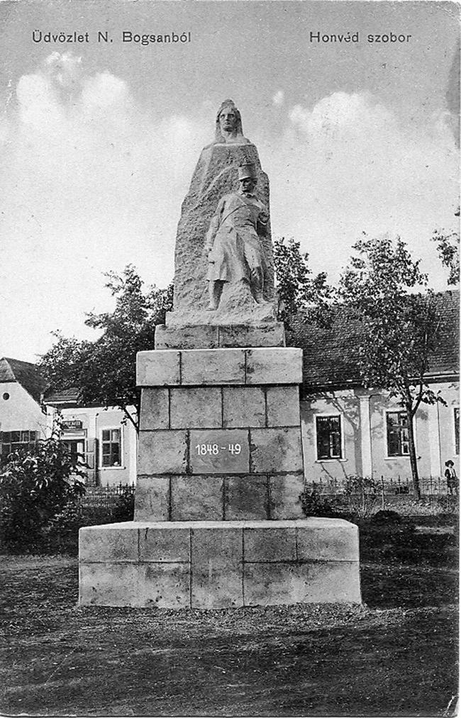 Az 1910. november 13-án felavatott egykori Honvédszobor, Füredi Richárd alkotása.