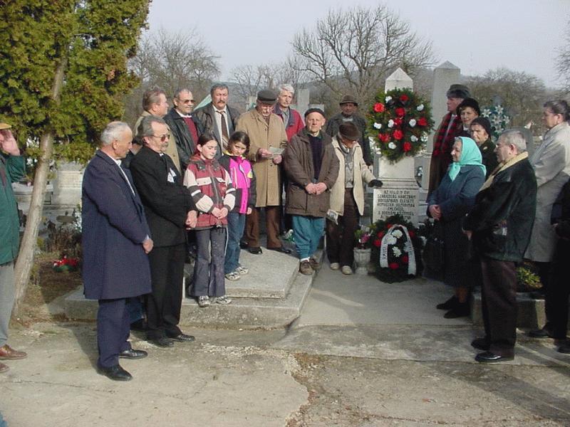 Honvéd obeliszk a temető sarkában – az 1848-48-es forradalomra és szabadságharcra való emlékezés helye